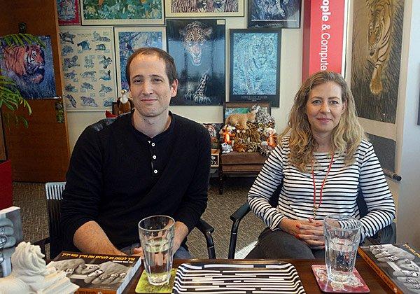 באו לבקר במאורת הנמר: גלית ניצן, מנהלת כללית של פעילות חברת הסייבר אינסיילו בישראל, ואודי יאבו, מנהל הטכנולוגיות הראשי ואחד מארבעת המייסדים של החברה. צילום: פלי הנמר