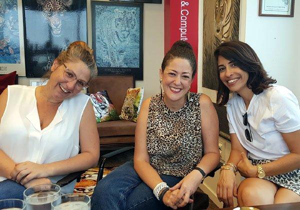 באו לבקר במאורת הנמר: מימין - דנה מיטרני, מאיה פז-שקולניק וקרן לוי פארן מטוחן מדיה. צילום: פלי הנמר