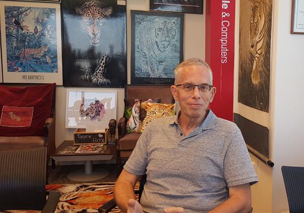 מבקר במאורת הנמר: אורי מלצר, יועץ. צילום: פלי הנמר