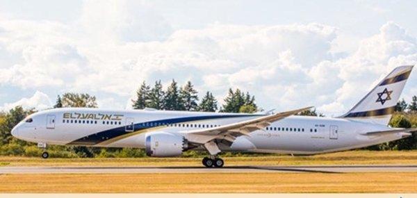 """מטוס הדרימליינר """"ירושלים של זהב"""" במפעל בסיאטל. צילום: Jim Anderson D. J. & Company"""